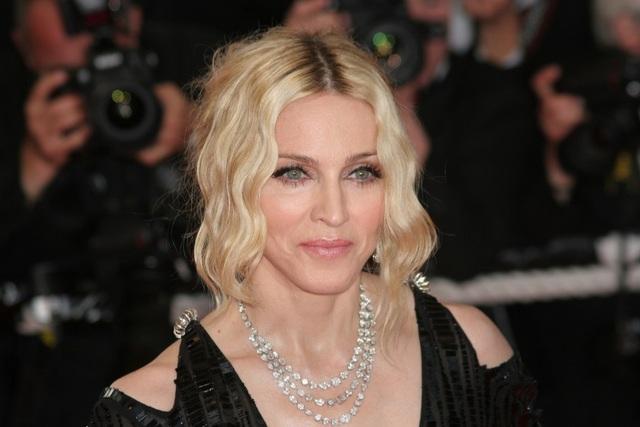 Hollywood không chỉ có Angelina Jolie nhận con nuôi - 4
