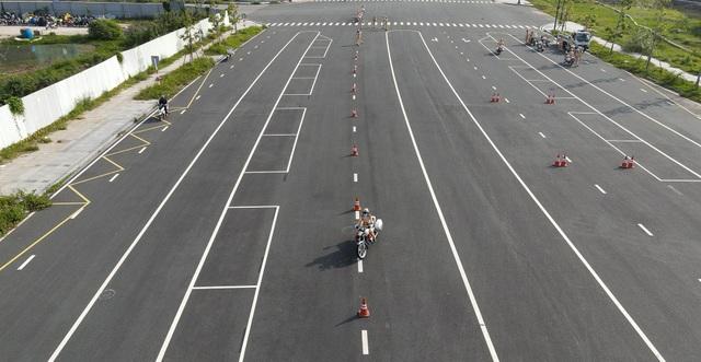 """Xem 58 nữ CSGT dẫn đoàn thực hiện kỹ năng """"đánh lái"""" mô tô - 4"""