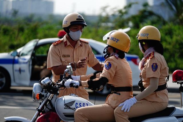 """Xem 58 nữ CSGT dẫn đoàn thực hiện kỹ năng """"đánh lái"""" mô tô - 8"""