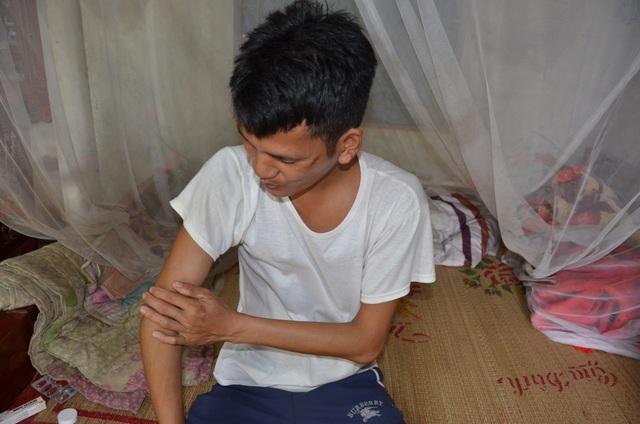 Thiếu gánh củi trên vai, hai đứa con bệnh tật của người mẹ góa sẽ nhịn đói - 3