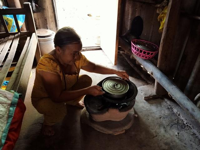 Thương cảnh bà cháu quay quắt trong đói nghèo, ở căn nhà bé như bao diêm - 4