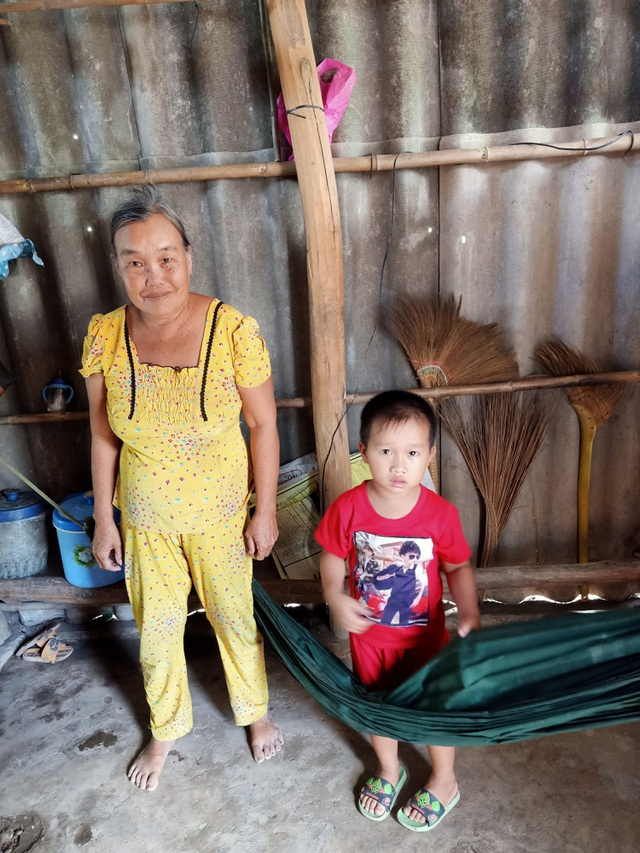Thương cảnh bà cháu quay quắt trong đói nghèo, ở căn nhà bé như bao diêm - 2