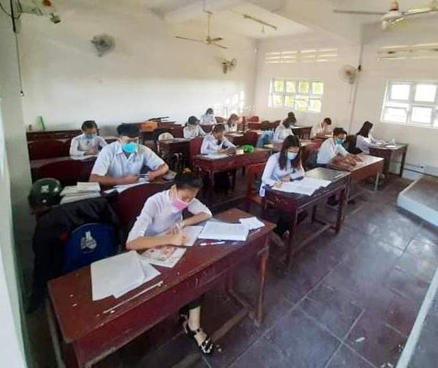 Học sinh Sóc Trăng, Cà Mau tựu trường ngày 1/9 - 1