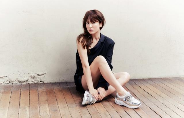 Hậu ly hôn: Song Hye Kyo sống an yên, gia đình Song Joong Ki lạnh nhạt - 11