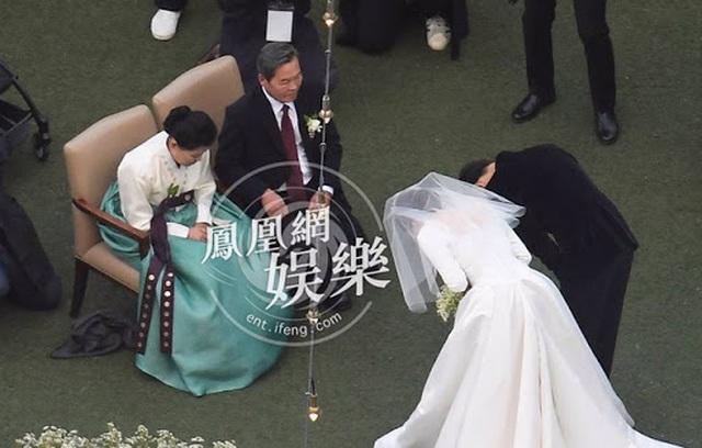 Hậu ly hôn: Song Hye Kyo sống an yên, gia đình Song Joong Ki lạnh nhạt - 3
