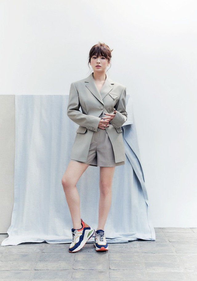 Hậu ly hôn: Song Hye Kyo sống an yên, gia đình Song Joong Ki lạnh nhạt - 10
