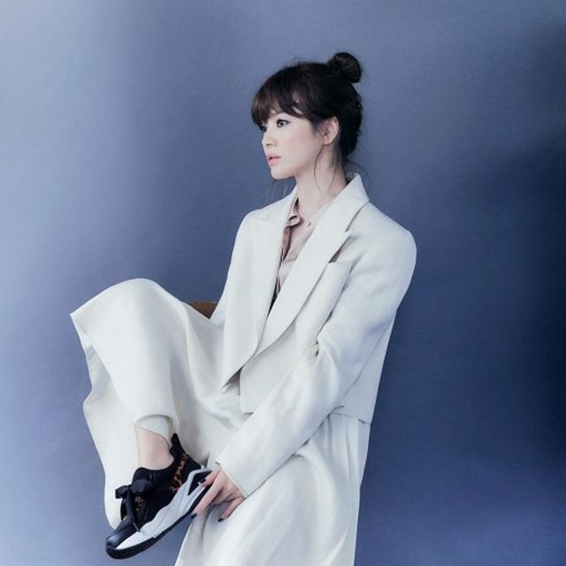 Hậu ly hôn: Song Hye Kyo sống an yên, gia đình Song Joong Ki lạnh nhạt - 16