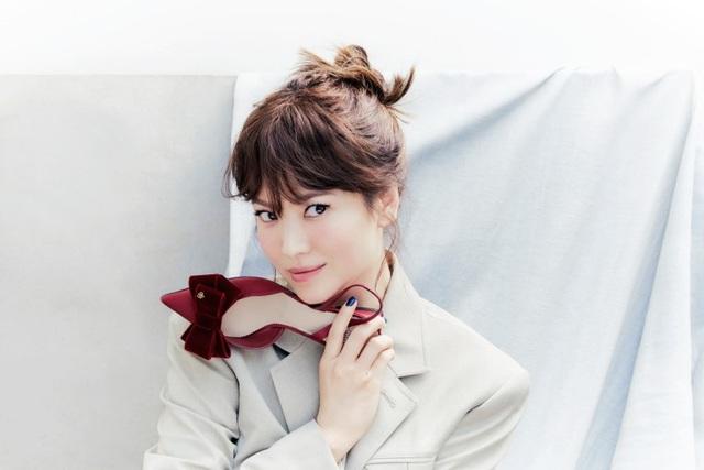 Hậu ly hôn: Song Hye Kyo sống an yên, gia đình Song Joong Ki lạnh nhạt - 13