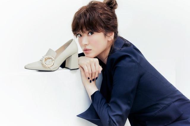 Hậu ly hôn: Song Hye Kyo sống an yên, gia đình Song Joong Ki lạnh nhạt - 15