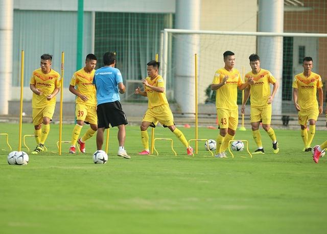 Thời tiết đẹp, U22 Việt Nam tăng tốc luyện công cho SEA Games - 1