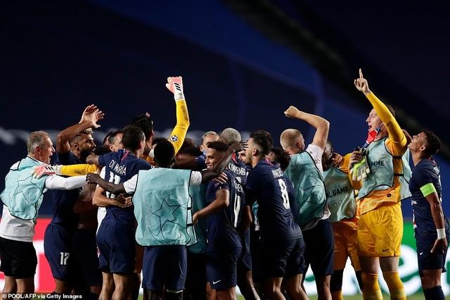 Neymar chói sáng trong chiến thắng của PSG trước Leipzig - 13