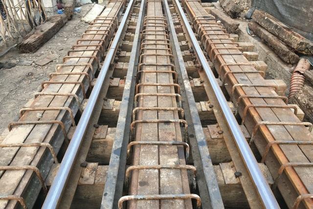 Hà Nội: Cận cảnh quá trình đục thông vòm cầu trăm tuổi tại phố Phùng Hưng - 7
