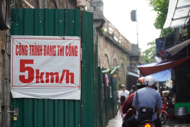 Hà Nội: Cận cảnh quá trình đục thông vòm cầu trăm tuổi tại phố Phùng Hưng - 4