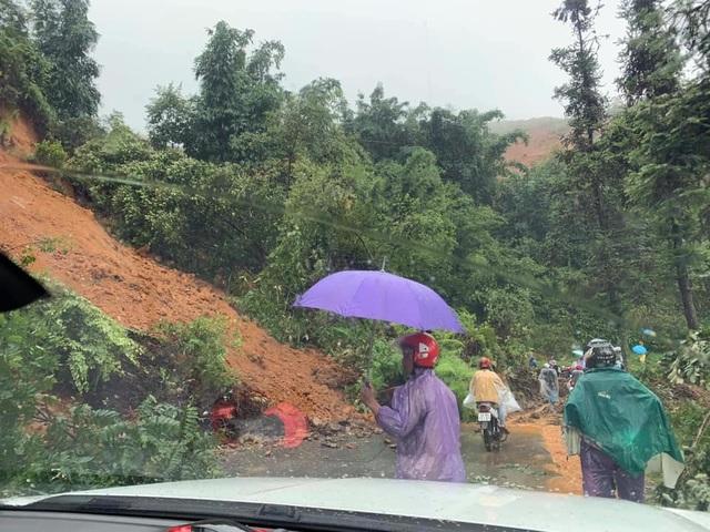Sạt lở núi vùi lấp một gia đình 4 người ở Sa Pa - 1