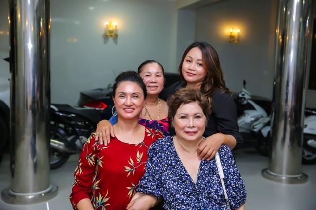 Mẹ Ngọc Sơn vượt bạo bệnh sau khi được đưa từ Mỹ về nước cách ly điều trị - 7