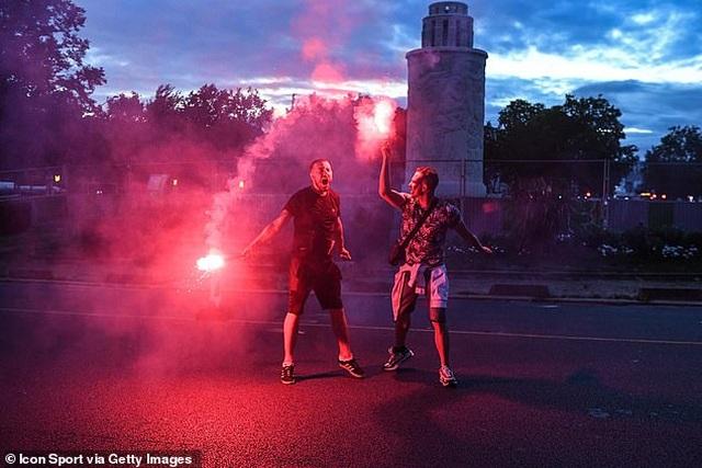 Cổ động viên PSG ăn mừng tưng bừng sau khi vào chung kết Champions League - 4