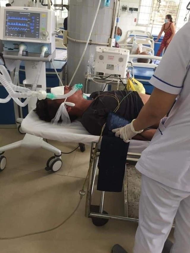 Bị rắn hổ chúa khủng cắn, người đàn ông ôm hung thủ nhập viện cấp cứu - 4