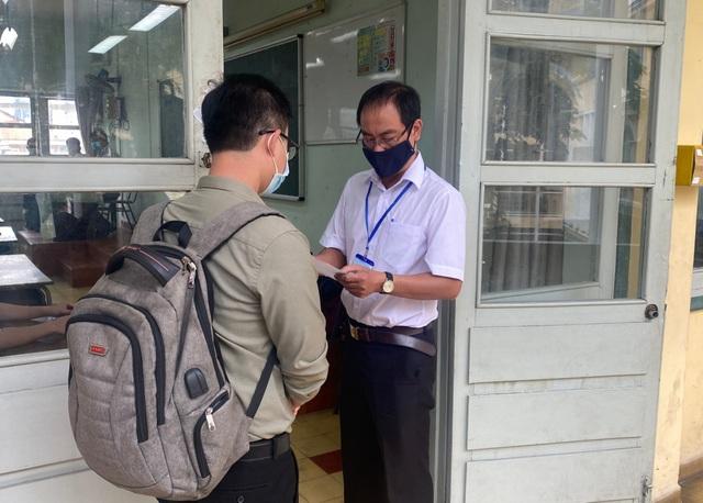 Ứng viên ngoại tỉnh về TPHCM cạnh tranh thi tuyển giáo viên - 1