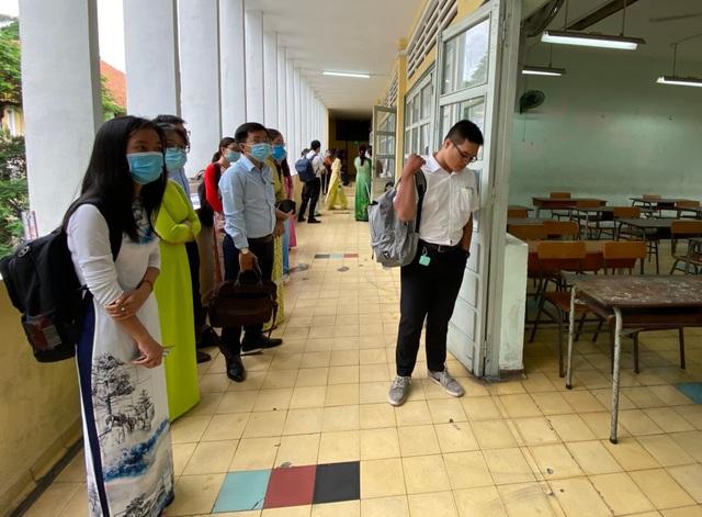 Ứng viên ngoại tỉnh về TPHCM cạnh tranh thi tuyển giáo viên - 2