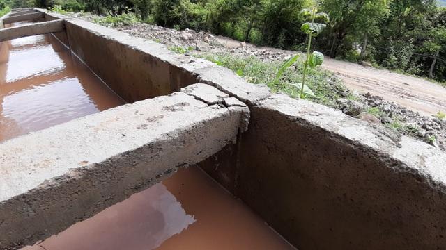Dự án trăm tỷ vừa xong đã hỏng: Phát hiện đắp bùn nhão để trám bê tông - 3