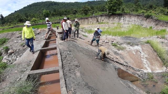 Dự án trăm tỷ vừa xong đã hỏng: Phát hiện đắp bùn nhão để trám bê tông - 6