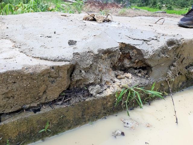 Dự án trăm tỷ vừa xong đã hỏng: Phát hiện đắp bùn nhão để trám bê tông - 2