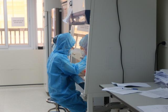 Một ngày tại công xưởng truy tìm virus SARS-CoV-2 - 5