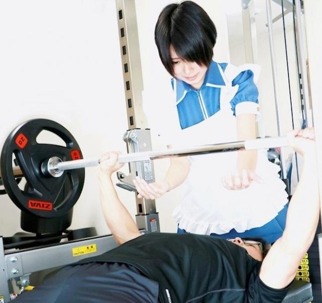 Mô hình phòng gym hầu gái độc lạ cực hút khách ở Nhật Bản - 1