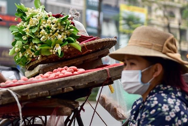 """""""Gánh hàng rong vẫn là một nét đặc trưng của văn hóa Hà Nội"""" - 7"""