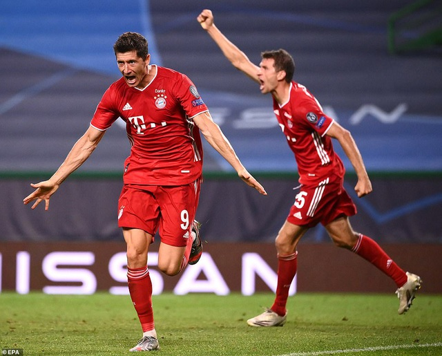Lewandowski san bằng kỷ lục của huyền thoại Bayern Munich - 1
