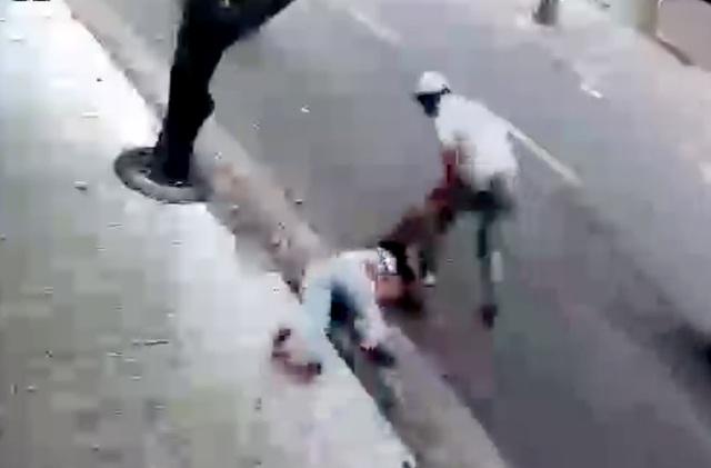 Toàn cảnh một vụ cướp túi xách manh động ở Sài Gòn - 2