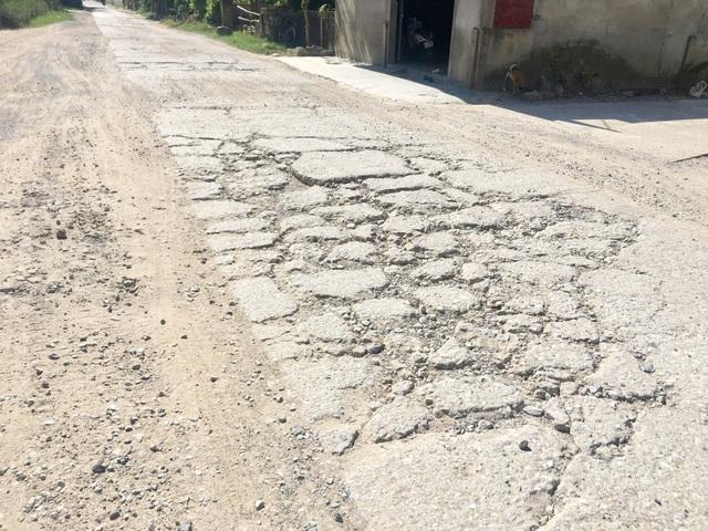 Quảng Bình: Dân khốn khổ vì con đường huyết mạch xuống cấp nghiêm trọng - 2