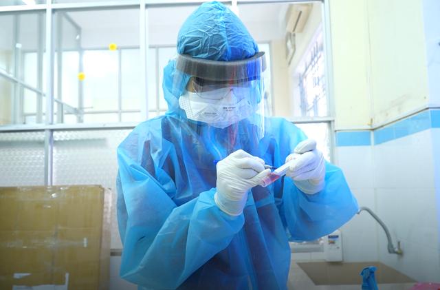 Xem chuyên gia bắt virus SARS-CoV-2 như thế nào? - 7