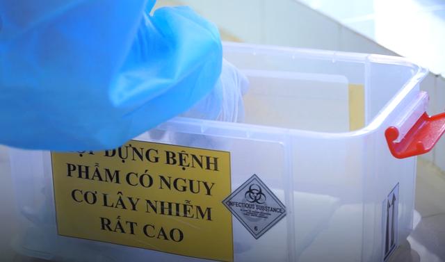 Xem chuyên gia bắt virus SARS-CoV-2 như thế nào? - 8