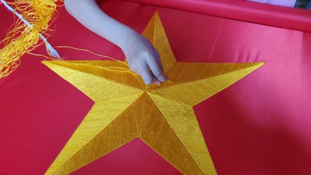 Làng nghề may cờ Tổ quốc nhộn nhịp trước ngày Quốc khánh - 7
