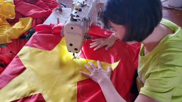 Làng nghề may cờ Tổ quốc nhộn nhịp trước ngày Quốc khánh - 3
