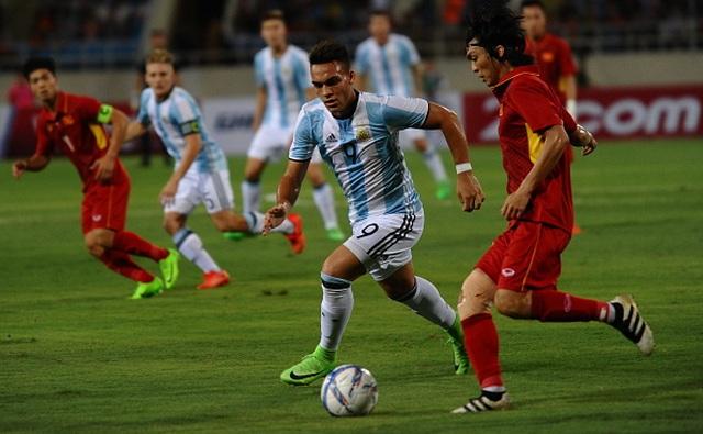 Hai ngôi sao xuất hiện ở chung kết cúp châu Âu từng sang Việt Nam du đấu - 3