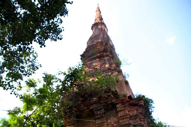 Một tháp cổ ở Nghệ An trước nguy cơ đổ sập, trở thành phế tích - 2