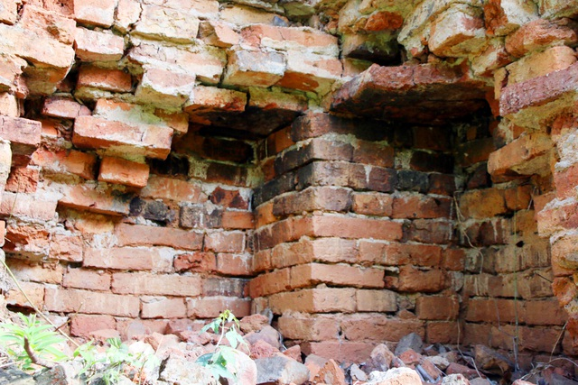 Một tháp cổ ở Nghệ An trước nguy cơ đổ sập, trở thành phế tích - 3