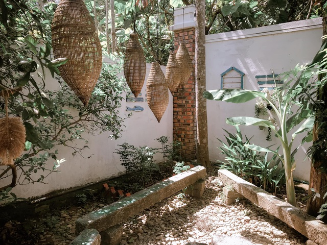 Cuộc sống bình yên trong căn nhà hoa giấy đậm chất thơ ở Huế - 9