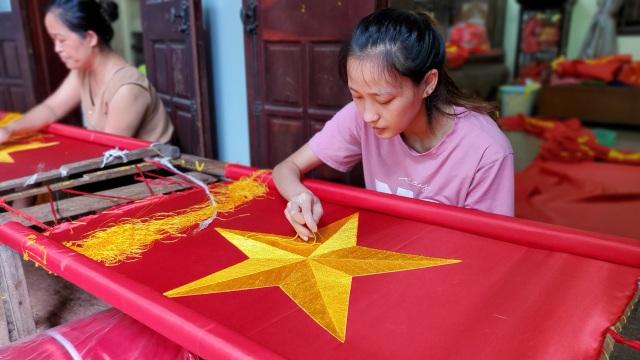 Làng nghề may cờ Tổ quốc nhộn nhịp trước ngày Quốc khánh - 8