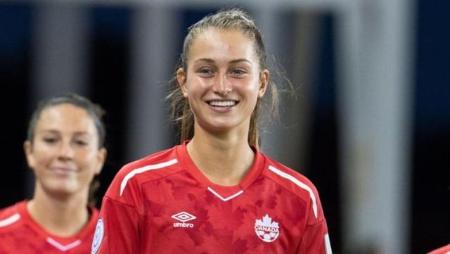 Bạn gái xinh đẹp của ngôi sao Bayern Munich là cầu thủ... PSG - 3