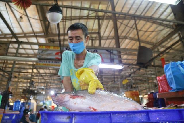 Thầy giáo chuyển nghề mua được nhà sau 11 năm thức đêm làm ...thợ mổ cá - 1