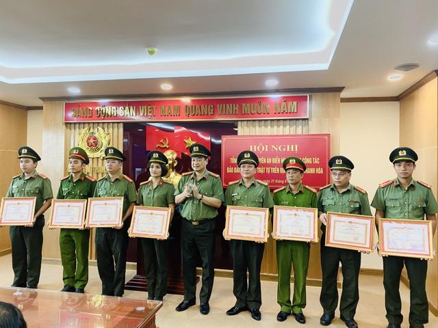 Khen thưởng lực lượng phá án 2 vụ cưỡng đoạt tiền tỉ của lãnh đạo huyện - 2