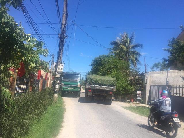 Quảng Bình: Dân khốn khổ vì con đường huyết mạch xuống cấp nghiêm trọng - 9