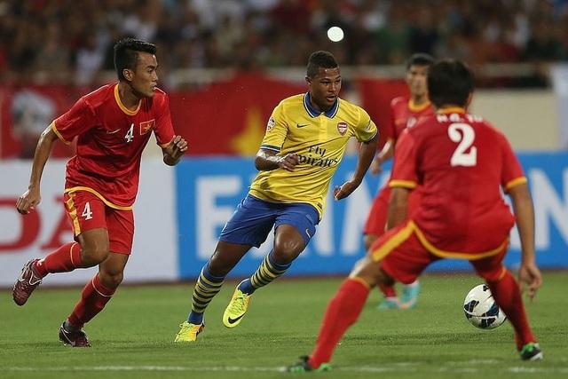 Hai ngôi sao xuất hiện ở chung kết cúp châu Âu từng sang Việt Nam du đấu - 1