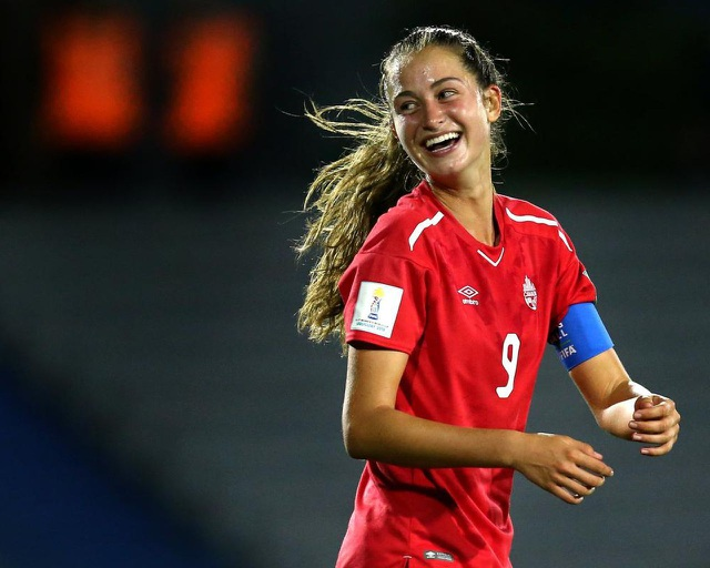 Bạn gái xinh đẹp của ngôi sao Bayern Munich là cầu thủ... PSG - 2