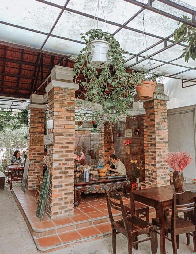 Cuộc sống bình yên trong căn nhà hoa giấy đậm chất thơ ở Huế - 5