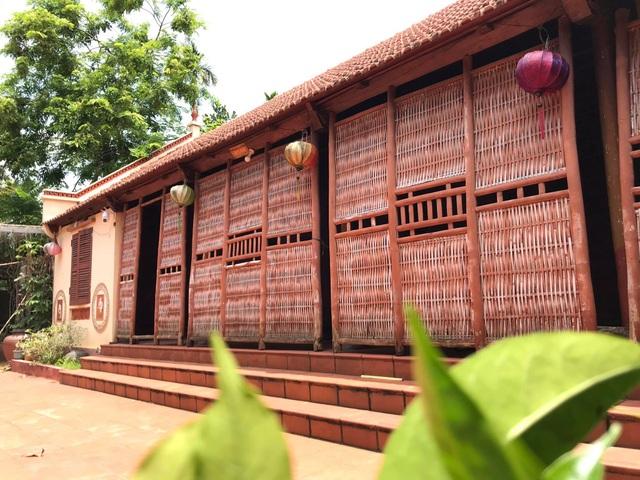 Nhà gỗ trăm tuổi giữa sân vườn xanh mát đẹp hiếm có ở ngoại thành Hà Nội - 2