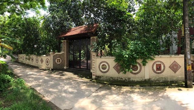 Nhà gỗ trăm tuổi giữa sân vườn xanh mát đẹp hiếm có ở ngoại thành Hà Nội - 1
